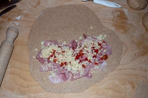 Cassone al pomodoro, prosciutto e mozzarella