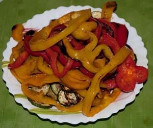 Cuocete le zucchine e i peperoni