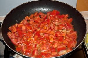 Cuocete i pomodori con il porro