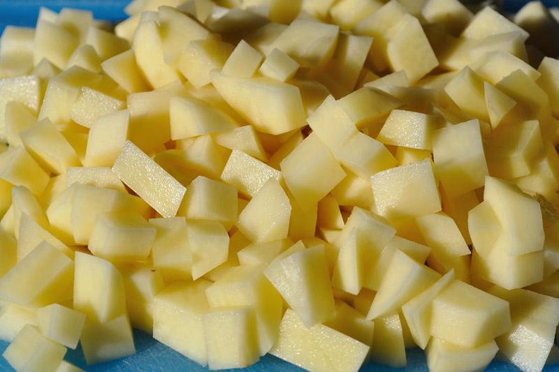 Tagliate le patate a dadini