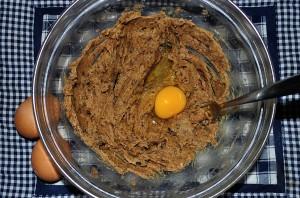 mescolate lo zucchero muscovado e il burro