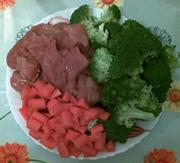 tagliate carne e verdure