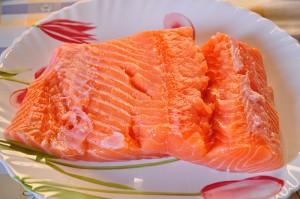Pulite e sfilettate il salmone