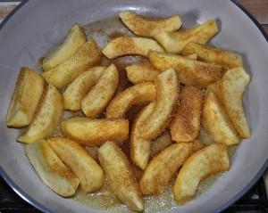 caramellate le mele con lo zucchero di canna