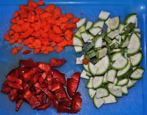 Tagliate le verdure a pezzetti