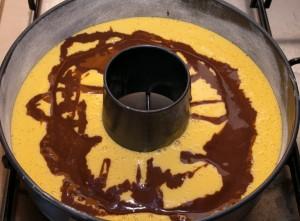 versate il composto al cacao nella tortiera